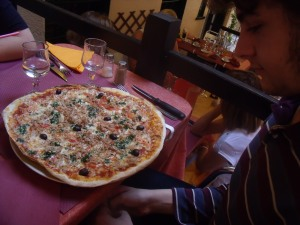 giant pizza at Le Barbecue
