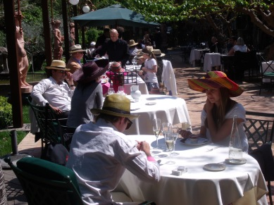 Diners with sun hats