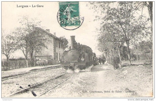 The old train at the station in Lorgues